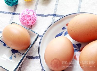 鸡蛋中含有较为丰富的铁