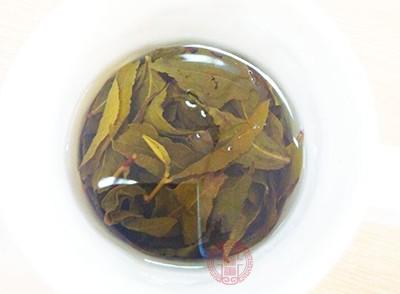 平时很多人在喝茶的时候,喝完茶茶叶都是直接倒掉的