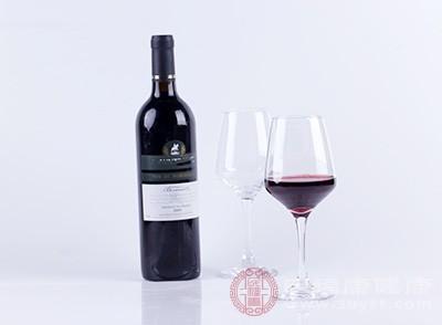 一瓶葡萄酒或等于吸半包烟 适度饮酒也会致癌