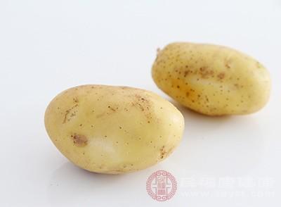 土豆去皮切片蒸熟压制成泥