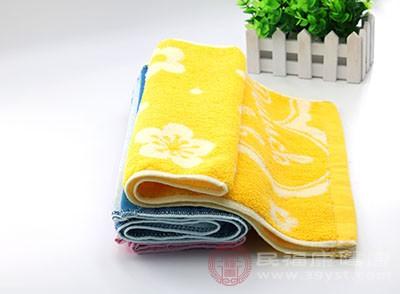 平时我们可以准备一条干净的毛巾