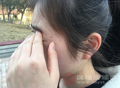 突发的视物模糊,重影以及明显的视力下降