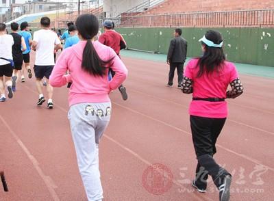 跑马拉松为什么乳房出血