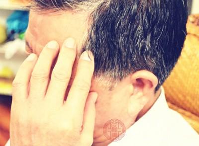胆经不通的常见症状:口干口苦偏头痛容易惊悸