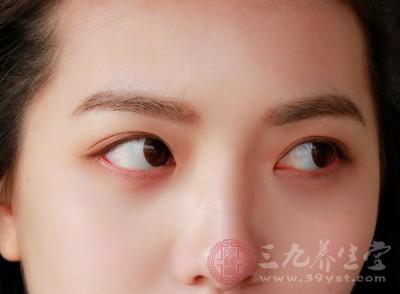 那么所表现出来的症状就是单纯的上眼皮或下眼皮跳
