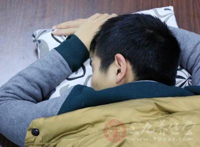 睡觉出汗怎么回事男性 男人睡觉老流汗的原因