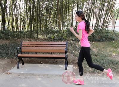 例如:短跑,负重深蹲等等