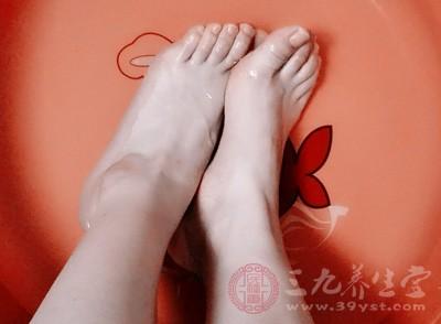 老寒腿:有个泡脚方