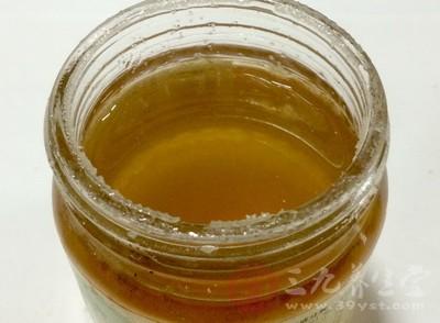 误区一:晨起一杯蜂蜜水,排毒
