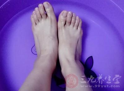 脚是离人体心脏远的部分,不容易得到氧份与血液
