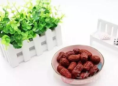 红枣加它泡水喝 能改善心脏功能