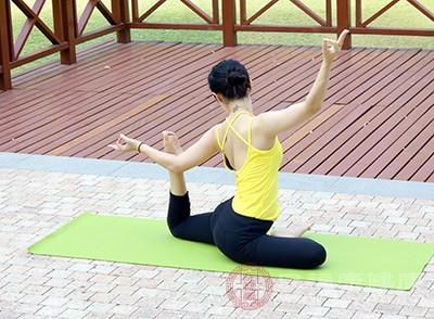 90后瑜伽教练 腰椎老化成50岁