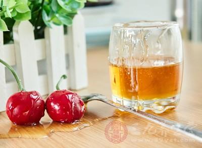 肝硬化患者平時如果喝蜂蜜的話,那麼會加重肝髒的負擔
