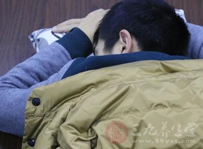睡眠时姿势不良,头颈过度偏转