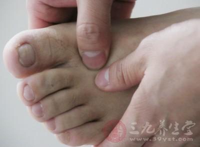 不少喜欢在洗完脚后修理趾甲,这个时候修理趾甲