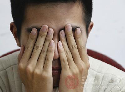 右眼皮跳是怎么回事 右眼皮跳是病吗