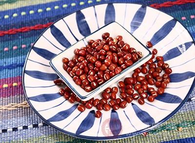 红豆可以用来煮粥吃,具有补气血的作用