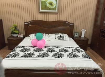 是因为卧室在东南时,床头在东或南的