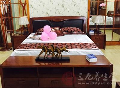卧室在东南的,床头在东或南的,夏天同样很旺财