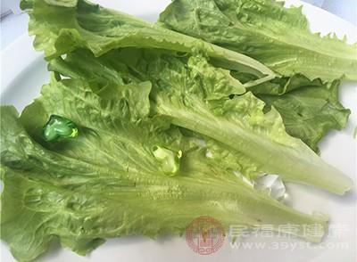 生菜1斤,蚝油2汤匙,蒜头3粒