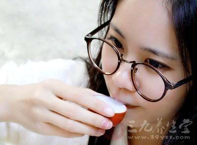 咖啡因和酒精常使耳鸣症状加重