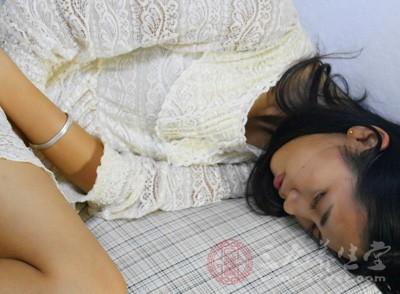 经期嗜睡影响工作 简单穴位按摩能缓解