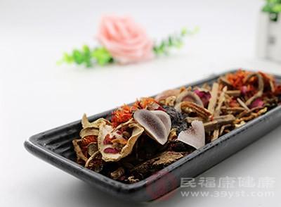 桂枝、白芍、知母、熟片、红花、皂角刺