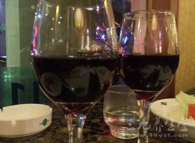 怀疑系假冒干红葡萄酒
