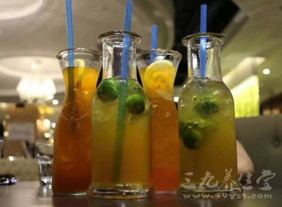 喝的饮料中,甜味素含量较高