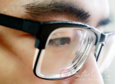 随着受教育程度的增加,近视患病率有所升高