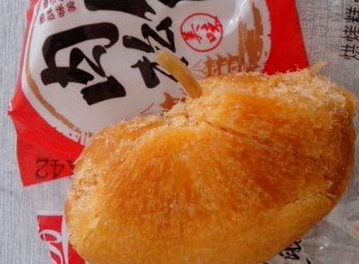 吃盼盼肉松饼 竟吃出了像鱼骨头的东西