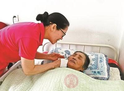 养老机构细致规定用毛巾 噎食预案挽救老人