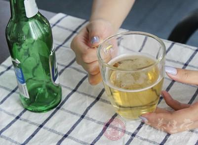 尤其是啤酒与海鲜不能同食,如果同食只要时间一久