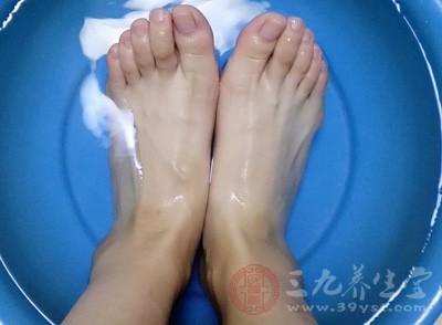 泡脚的好处 泡脚水里加一物身体出现惊人变化