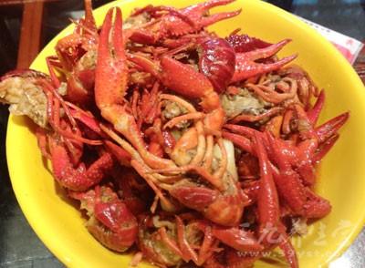 吃小龙虾,一时贪吃,多吃了一点,便患上了急性肠胃炎