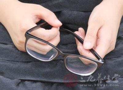 国人近视发病低龄化 别让电子产品控制视力
