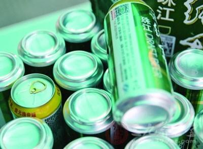 十几罐啤酒无生产日期 厂方称送货时搞错了
