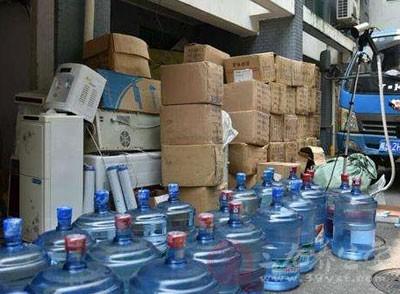 自来水冒充品牌桶装水 上海捣毁一制假窝点