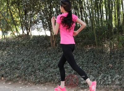 運動好選在清晨或者傍晚,這個時段天氣較涼爽,適宜運動