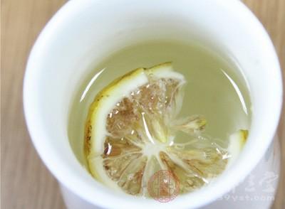 喝柠檬水有什么好处和坏处 柠檬水竟能这样做