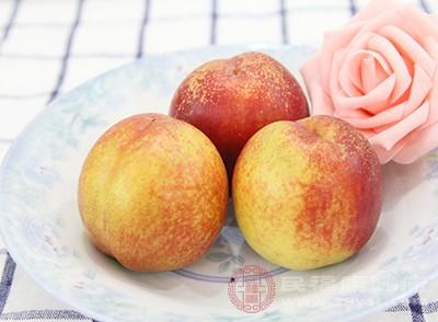桃子含有丰富的膳食纤维和果胶