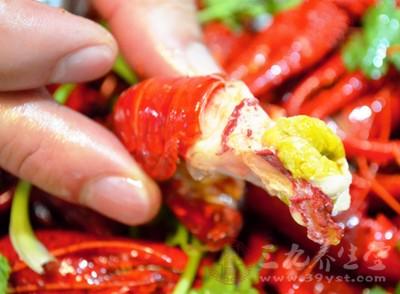 家庭烹饪小龙虾,是很难杀死小龙虾中的寄生虫