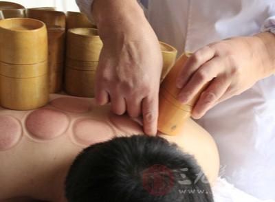 拔罐是一种很好的疗法,在我国从古流传至今,许多的人都很喜欢这种疗法