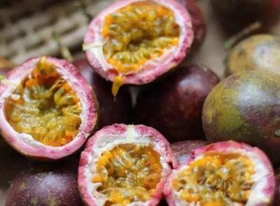 根据日常生活的经验,百香果的籽是可以吃的