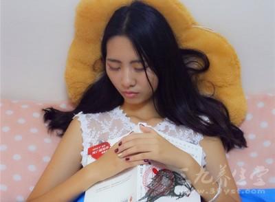 很多人喜欢熬夜,从中医角度来说,睡眠不足就是脾虚的症状