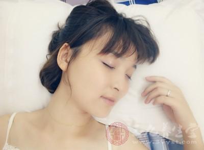 脖子僵硬 腰酸背痛 原来是睡觉错误导致