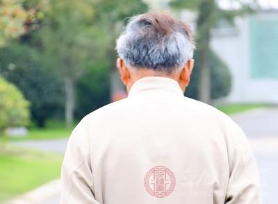 当人到了一定的年龄,会开始脱发