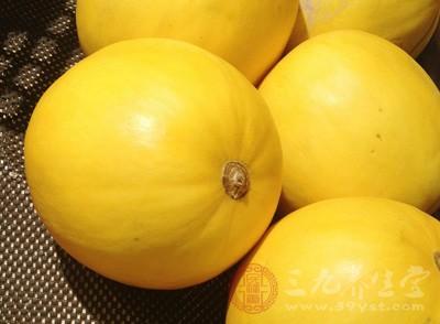 甜瓜主要因其味道甜美而得名,又因为它香味比较好,所以又叫做香瓜