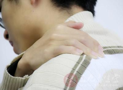 左肩膀疼痛是什么原因 预防肩膀疼痛的小妙招图片