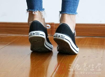 人的脚部是十分重要的,它支撑着人体行走,受到的压力很大